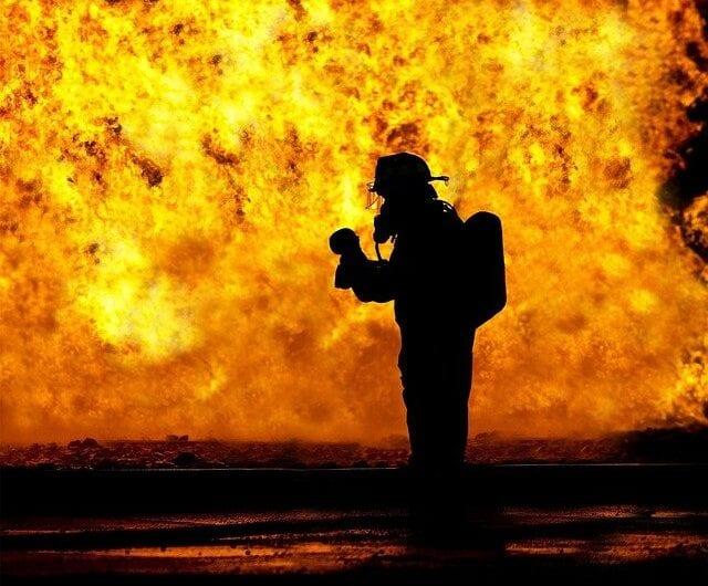 Welche Versicherung zahlt bei einem Brandschaden?