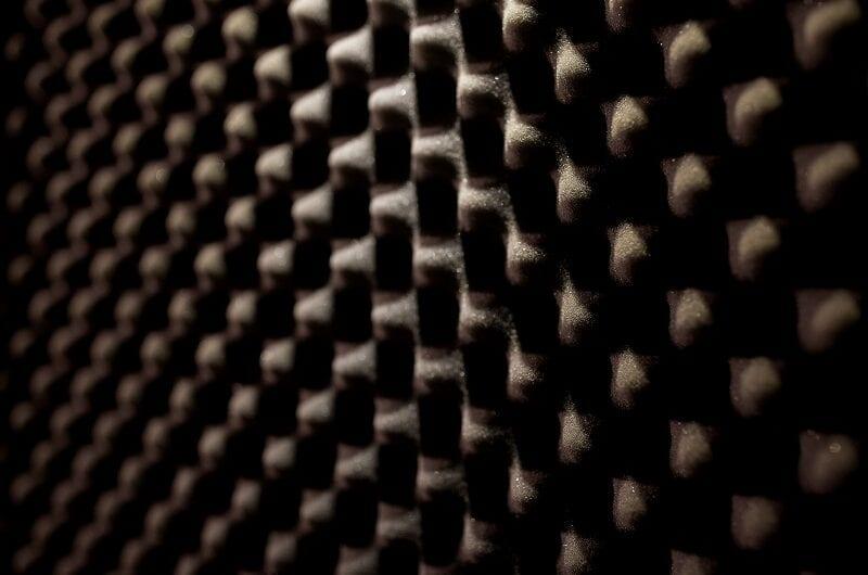 Für Lärmschutz am Arbeitsplatz sorgen
